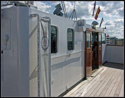 _small_085 Edinburgh-Royal Yacht Britannia-Brücke.JPG
