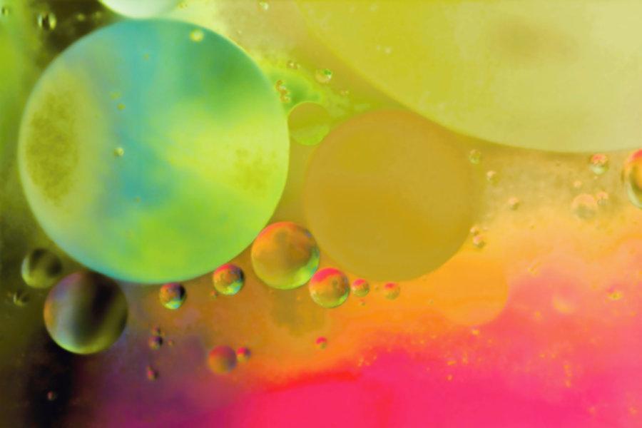 Öltropfen auf Wasser-m.jpg