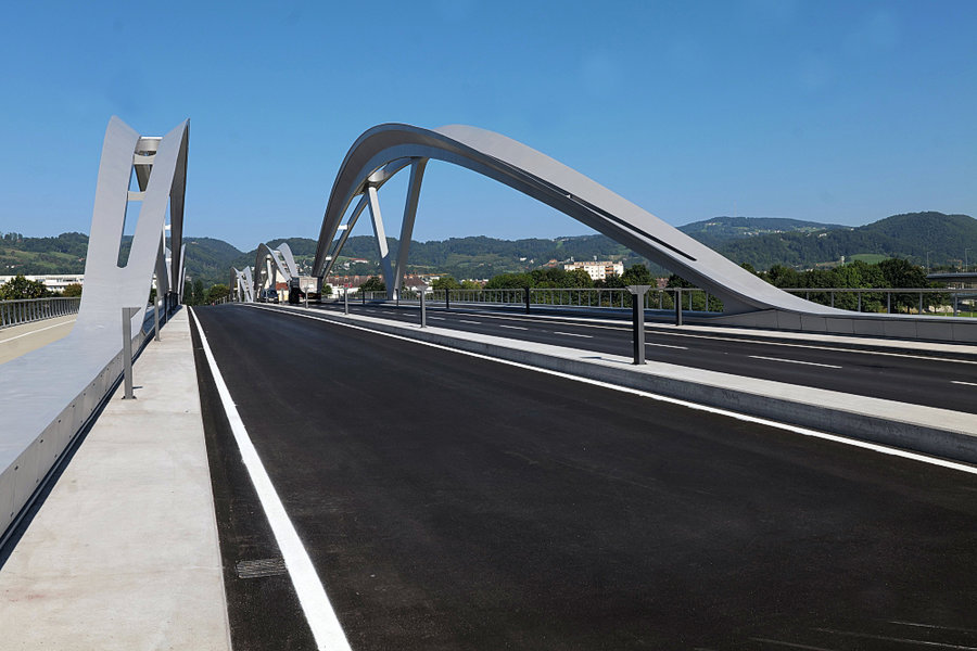 EisenbahnbrückeNeuGanzobenRcihtungUrfahrSL2P1635FINFINFIN_999x666.jpg