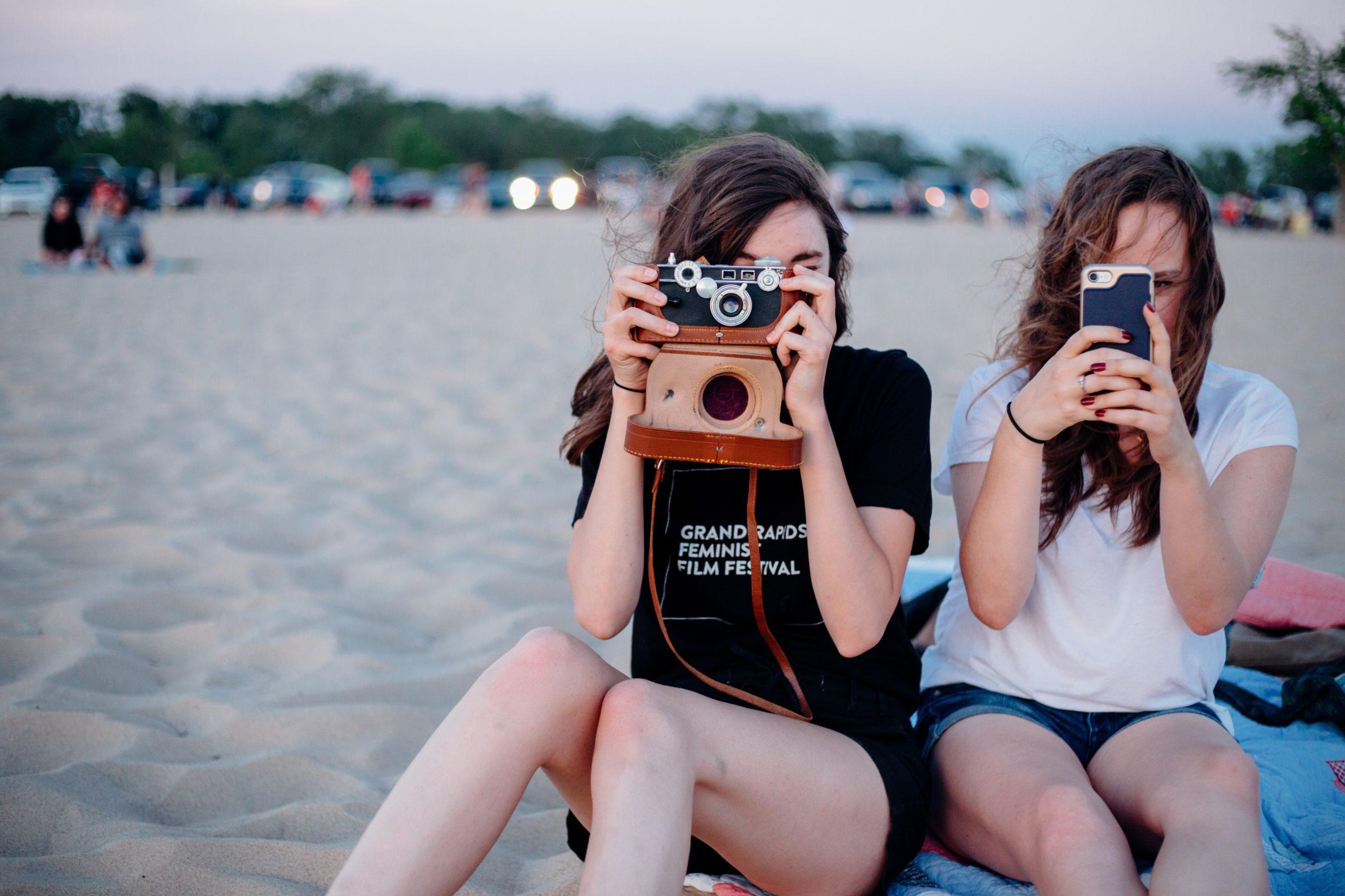 Fotocommunity, Reviews, Tests, Bilddiskussionen, Fotowettbewerbe u.v.m. - ob Smartphone, Vollformat oder Mittelformat.